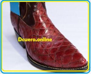 botas con escamas de pangolin